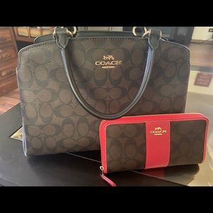 Authentic Coach purse and wallet never used